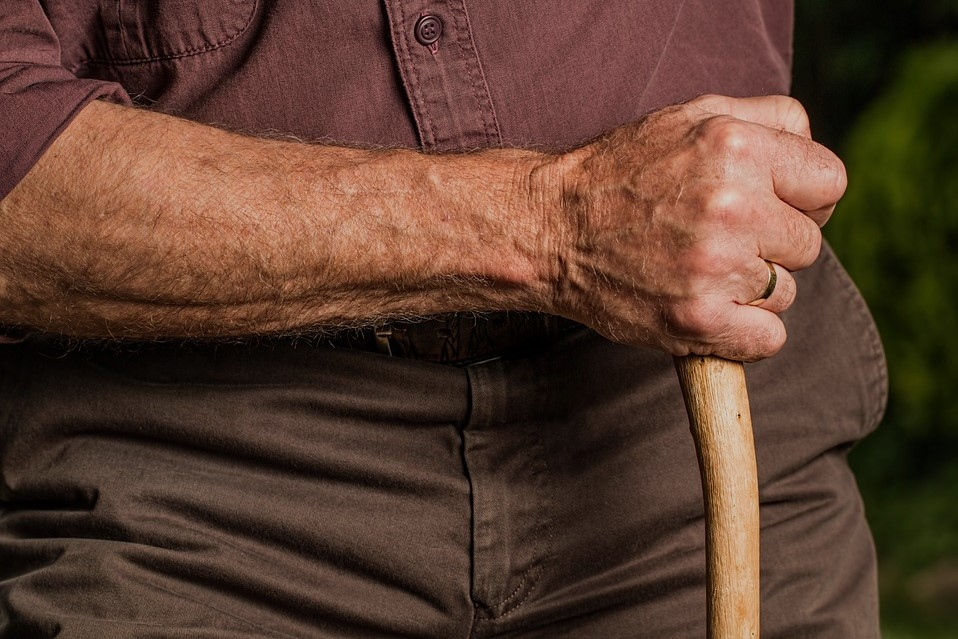 Tips for Seniors Looking for Safe Ways to Manage Pain